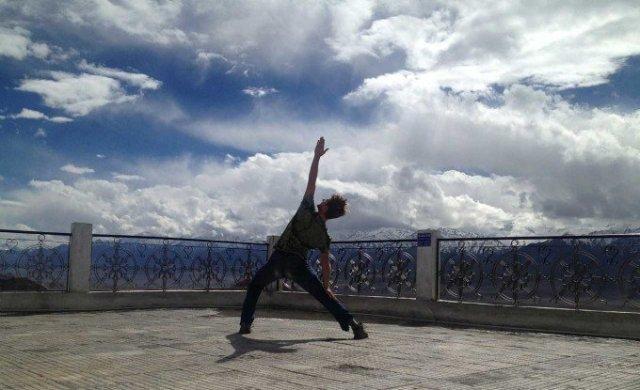 yoga-recovery-addiction-benefits-680x415